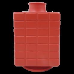 Vaas vierkant poppy red aardewerk vaas rood hinck amsterdam woonaccessoires met bijzondere texturen met oog voor detail van een hoge kwaliteit