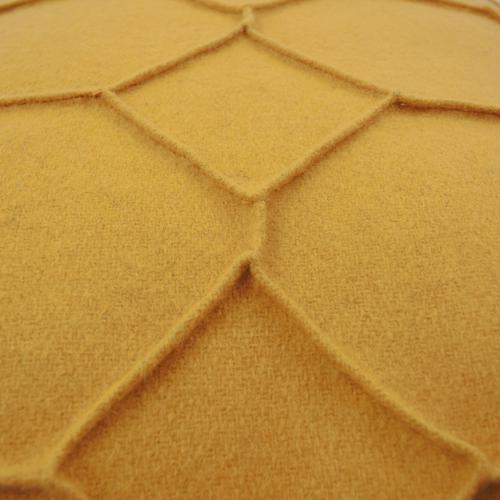 hexagon ochre detail kussen oker geel hinck amsterdam wolvilt 40x60cm woonaccessoires met bijzondere texturen met oog voor detail, handgemaakt en of handgeweven