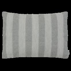 Geo streep lichtgrijs kussen hinck amsterdam woonaccessoires met bijzondere texturen met oog voor detail van een hoge kwaliteit