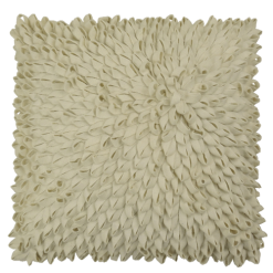 Loops creme wit kussen hinck amsterdam woonaccessoires met bijzondere texturen met oog voor detail van een hoge kwaliteit