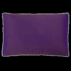 Piping violetta kussen hinck amsterdam woonaccessoires met bijzondere texturen met oog voor detail van een hoge kwaliteit