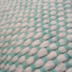 523-blauw-kussen gebreid diamond stitch (50x35cm)-2