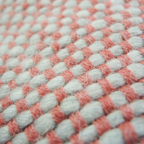 523-roze-kussen gebreid diamond stitch (50x35cm)-2
