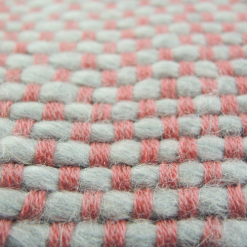 523-roze-kussen gebreid diamond stitch (50x35cm)-3