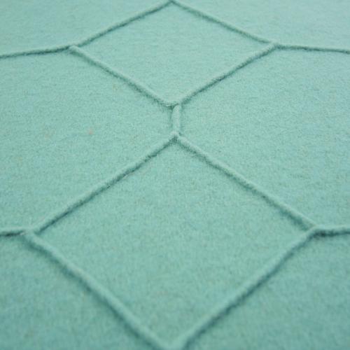 hexagon aqua detail kussen zee blauw turquoise hinck amsterdam wolvilt 40x60cm woonaccessoires met bijzondere texturen met oog voor detail, handgemaakt en of handgeweven