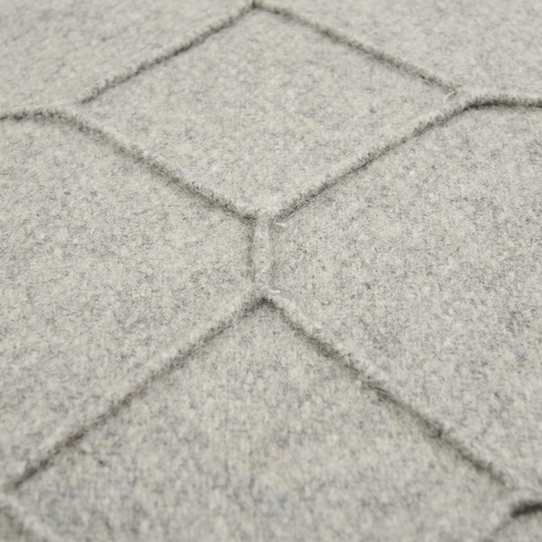 hexagon light grey detail kussen licht grijs hinck amsterdam wolvilt 40x60cm woonaccessoires met bijzondere texturen met oog voor detail, handgemaakt en of handgeweven