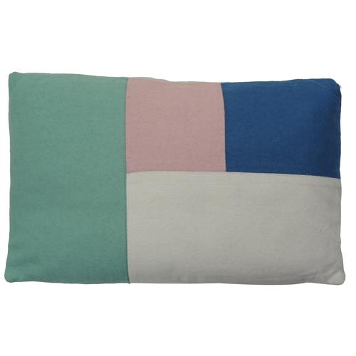 Color blocking pastel kussen hinck amsterdam woonaccessoires met bijzondere texturen met oog voor detail van een hoge kwaliteit