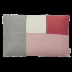 Color blocking pale pink kussen hinck amsterdam woonaccessoires met bijzondere texturen met oog voor detail van een hoge kwaliteit
