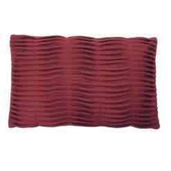 Small wave maroon kussen hinck amsterdam woonaccessoires met bijzondere texturen met oog voor detail van een hoge kwaliteit