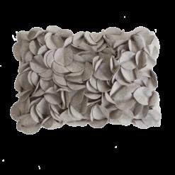 bladexplosie licht grijs kussen hinck amsterdam woonaccessoires met bijzondere texturen met oog voor detail van een hoge kwaliteit