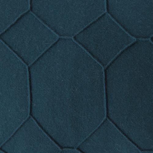 hexagon deep blue detail kussen donker blauw hinck amsterdam wolvilt 40x60cm woonaccessoires met bijzondere texturen met oog voor detail, handgemaakt en of handgeweven