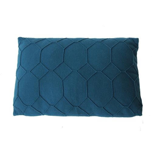 hexagon deep blue kussen donker blauw hinck amsterdam wolvilt 40x60cm woonaccessoires met bijzondere texturen met oog voor detail, handgemaakt en of handgeweven