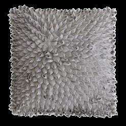 Loops lichtgrijs kussen hinck amsterdam woonaccessoires met bijzondere texturen met oog voor detail van een hoge kwaliteit
