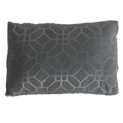 Marokkaans borduur charcoal kussen hinck amsterdam woonaccessoires met bijzondere texturen met oog voor detail van een hoge kwaliteit