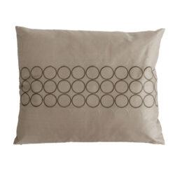 Cirkels beige large kussen hinck amsterdam woonaccessoires met bijzondere texturen met oog voor detail van een hoge kwaliteit