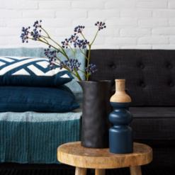 Interieur inspiratie donker blauw diepblauw bluejeans blue trend kussens vernieuwend hinck amsterdam woonaccessoires