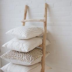 Interieur inspiratie naturel wit taupe beige lichtgrijs nieuwste trend kussens vernieuwend hinck amsterdam woonaccessoires