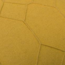 hexagon mustard detail kussen mosterd geel groen hinck amsterdam wolvilt 40x60cm woonaccessoires met bijzondere texturen met oog voor detail, handgemaakt en of handgeweven