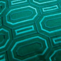 Octagon borduur peacockgreen kussen groen donkergroen detail hinck amsterdam linnen hand geborduurd 45x45cm woonaccessoires met bijzondere texturen met oog voor detail, handgemaakt en of handgeweven