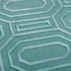 Octagon borduur seablue kussen zeeblauw lichtblauw blauw aqua blue detail hinck amsterdam linnen hand geborduurd 45x45cm woonaccessoires met bijzondere texturen met oog voor detail, handgemaakt en of handgeweven