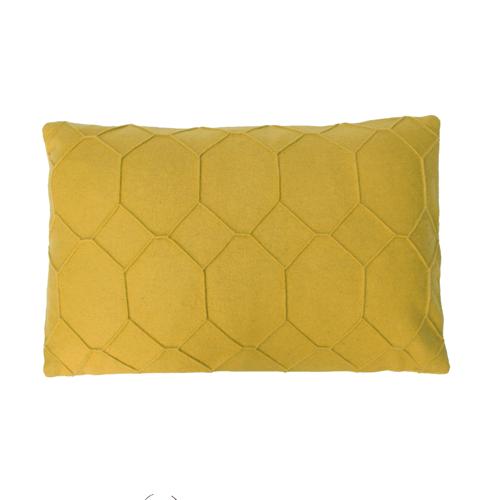 hexagon mustard kussen mosterd geel groen hinck amsterdam wolvilt 40x60cm woonaccessoires met bijzondere texturen met oog voor detail, handgemaakt en of handgeweven