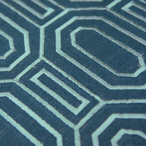 Octagon borduur brightblue kussen donker blauw blue detail hinck amsterdam linnen hand geborduurd 45x45cm woonaccessoires met bijzondere texturen met oog voor detail, handgemaakt en of handgeweven