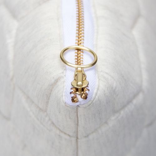 jersey hexagon puff ivory-offwhite zip detail kussen naturel gekleurde rits hinck amsterdam jersey 50x50cm woonaccessoires met bijzondere texturen met oog voor detail, handgemaakt en of handgeweven