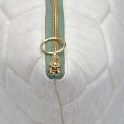 jersey hexagon puff ivory-oldgreen zip detail kussen naturel gekleurde rits hinck amsterdam jersey 50x50cm woonaccessoires met bijzondere texturen met oog voor detail, handgemaakt en of handgeweven