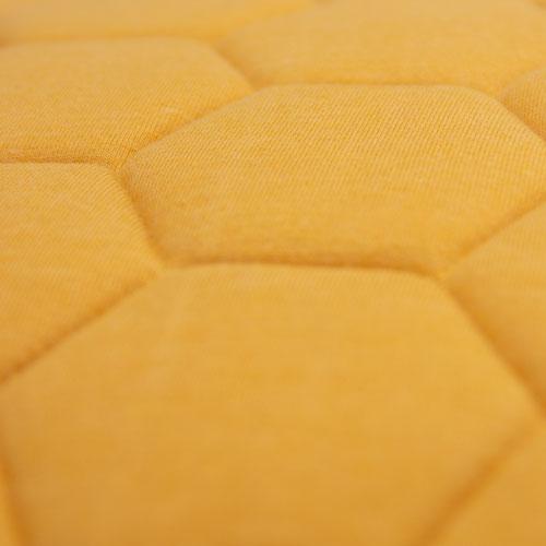 jersey hexagon puff ochre detail kussen ochre oker geel hinck amsterdam jersey 50x50cm woonaccessoires met bijzondere texturen met oog voor detail, handgemaakt en of handgeweven