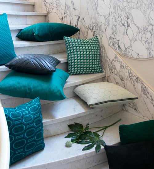 Interieur inspiratie oker cadmiumgreen groen donker groen nieuwste trend kussens vernieuwend hinck amsterdam woonaccessoires