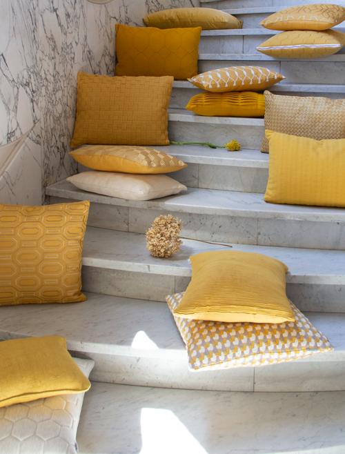 Interieur inspiratie ochre oker geel nieuwste trend kussens vernieuwend hinck amsterdam woonaccessoires