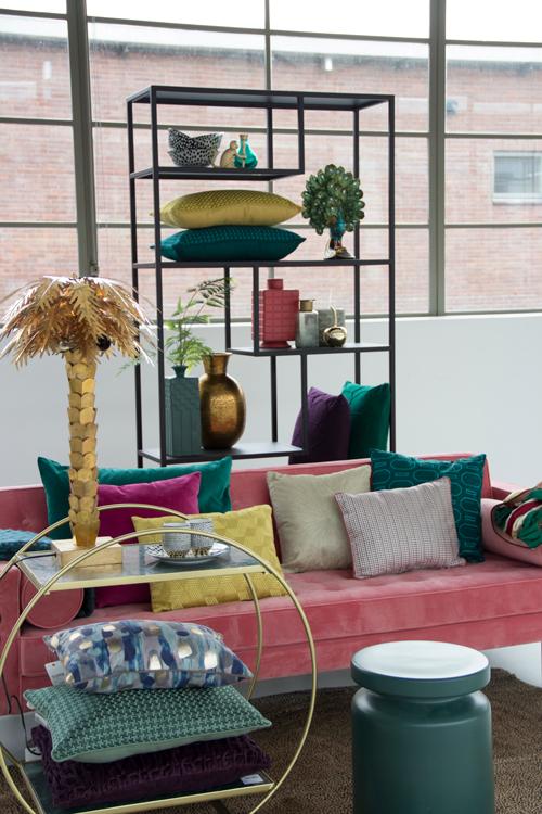 Interieur inspiratie kleurrijk oker roze goud donkergroen nieuwste trend kussens vernieuwend hinck amsterdam woonaccessoires