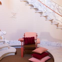 Interieur inspiratie roze oudroze zachtroze rood maroonred red pink nieuwste trend kussens vernieuwend hinck amsterdam woonaccessoires