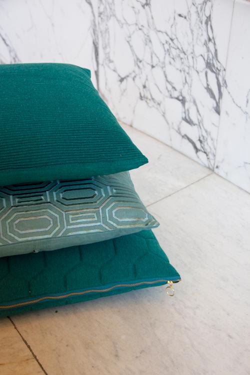 Interieur inspiratie peacock green sea blue nieuwste trend kussens vernieuwend hinck amsterdam woonaccessoires