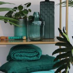 Interieur inspiratie groenblauw aqua emerald green groen cadmium blauw kussens nieuwste trend vernieuwend hinck amsterdam woonaccessoires