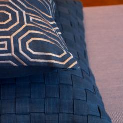 Interieur inspiratie blauw diepblauw donkerdiep deepblue brightblue darkblue jeansblue kussens nieuwste trend vernieuwend hinck amsterdam woonaccessoires