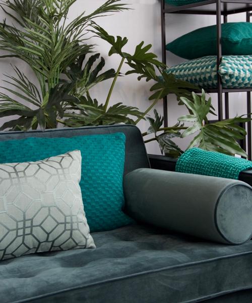 Interieur inspiratie green darkgreen groen cadmium emerald donkergroen kussens nieuwste trend vernieuwend hinck amsterdam woonaccessoires
