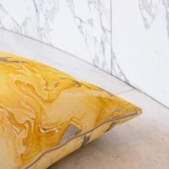 Interieur inspiratie oker ocre ochre marmer marble geel nieuwste trend kussens vernieuwend hinck amsterdam woonaccessoires