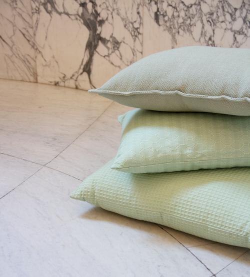 Interieur inspiratie mint groen zachtgroen green softgreen nieuwste trend kussens vernieuwend hinck amsterdam woonaccessoires