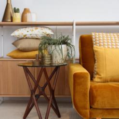 Interieur inspiratie oker ochre ocre geel warmgeel yellow kussens nieuwste trend vernieuwend hinck amsterdam woonaccessoires